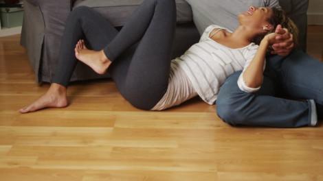 Chồng thích gần gũi dưới sàn