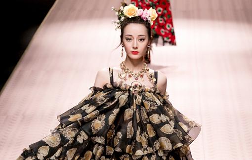 Nhà thiết kế Trung Quốc phát trực tuyến tại các tuần lễ thời trang vì virus corona