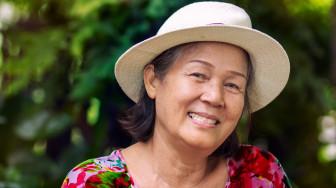 60 tuổi, mẹ mới 'vào đời'