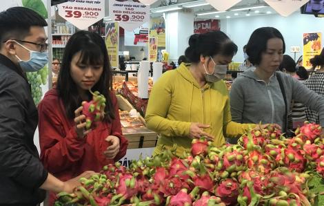 Giải cứu dưa hấu, thanh long ảnh hưởng bởi corona, siêu thị giảm còn hơn 4.000 đồng/kg