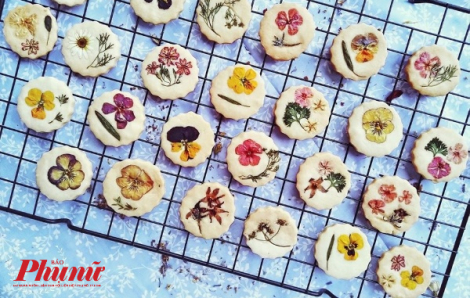 Gặp cô gái nhỏ làm mới thế giới bánh ngọt với hoa tươi