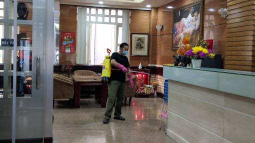 TPHCM: Đưa một trường hợp đang cách ly tại khách sạn Triều Hân vào bệnh viện