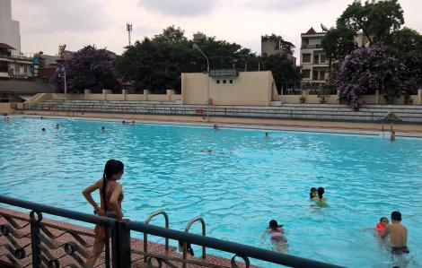 Tắm hồ bơi có bị lây nhiễm virus corona?