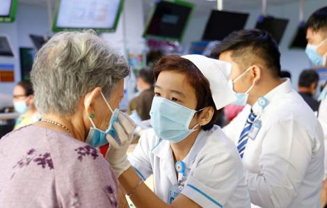 Các bệnh viện ở Sài Gòn tìm kiếm khẩu trang để phát không cho người bệnh