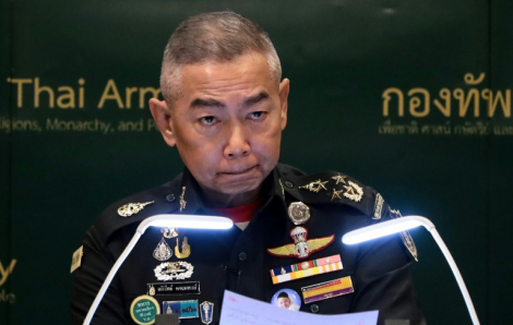 Tư lệnh Lục quân Thái Lan vừa khóc, vừa xin lỗi về vụ xả súng