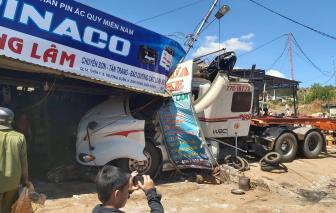 Tai nạn liên hoàn  giữa xe đầu kéo và nhiều xe ô tô, giao thông tê liệt nhiều giờ