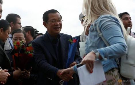 Campuchia tiếp đón nồng hậu hành khách từ tàu du lịch bị cả khu vực 'ghẻ lạnh'