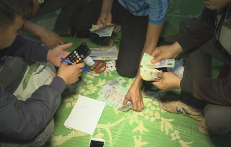 Bắt ổ cờ bạc hơn trăm triệu đồng ở thị trấn nghèo