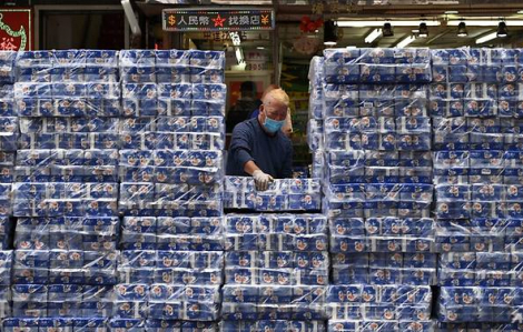 Ba kẻ vũ trang cướp… hàng trăm cuộn giấy vệ sinh tại Hồng Kông giữa nỗi lo về COVID-19