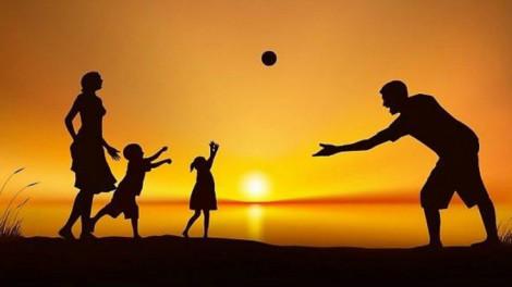 Cha mẹ yêu thương nhau giúp con cái có cuộc sống tốt hơn về sau