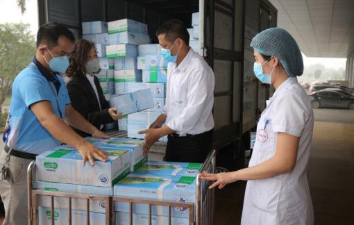 Sữa Cô Gái Hà Lan trao tặng sữa và xà phòng rửa tay cho người dân vùng dịch tỉnh Vĩnh Phúc và đội ngũ y bác sĩ, bệnh nhân Bệnh viện Bệnh nhiệt đới Trung ương