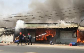 Xưởng gỗ phát hỏa, thiêu rụi nhà xưởng và 10 tấn gỗ