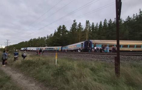 Đoàn tàu hỏa từ Sydney đến Melbourne trật bánh làm ít nhất 2 người thiệt mạng