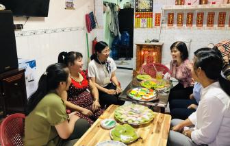 Người phụ nữ khuyết tật đam mê làm bánh