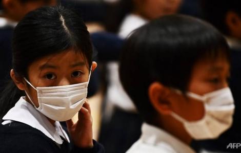 Nhật Bản chuẩn bị cho học sinh nghỉ hết tháng 3, Mỹ bắt đầu thử nghiệm thuốc điều trị COVID-19