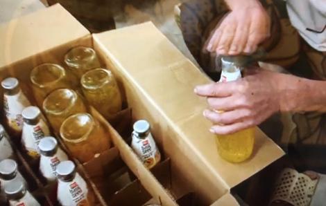 5.000 chai nước uống hết hạn sử dụng được thay hạn mới