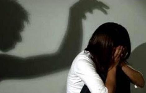 Bắt khẩn cấp 'yêu râu xanh' nhiều lần xâm hại con gái ruột