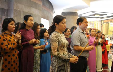 Dâng hương lễ giỗ Hai Bà Trưng