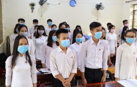 Gần 1.000 học sinh THPT tỉnh Bình Phước vắng mặt trong ngày đầu đi học trở lại