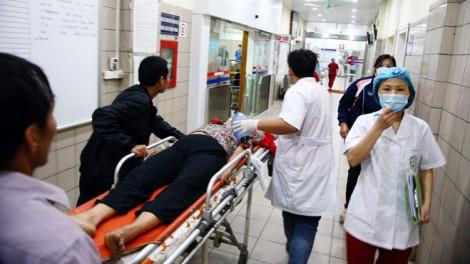 Cách vận chuyển nạn nhân rơi từ tầng cao đi cấp cứu