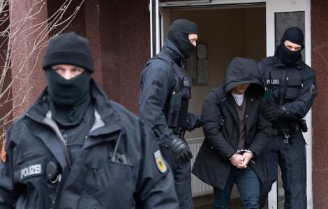 Hơn 700 cảnh sát triệt phá đường dây buôn người Việt ở Đức