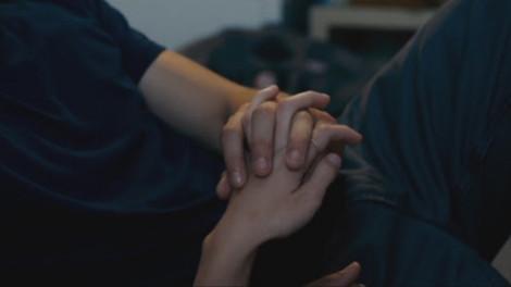 Nắm tay để mình không lạc nhau