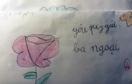 Nghỉ học ngừa dịch COVID-19, bà cháu tôi viết thư cho nhau