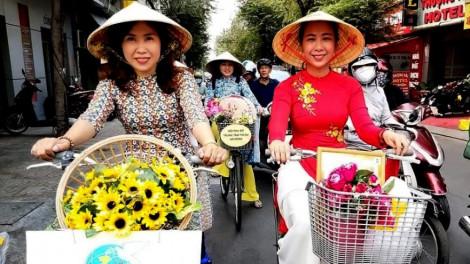 Đạp xe tôn vinh áo dài