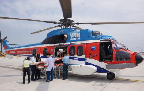 Dùng trực thăng đưa hai ngư dân từ Trường Sa vào đất liền cấp cứu