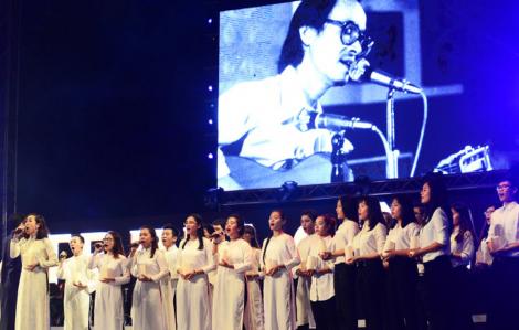 Mùa nhạc Trịnh: Nơi huỷ, nơi thấp thỏm vì dịch COVID-19