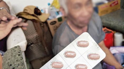 Tạm dừng kê đơn thuốc không quá 3 tháng cho người bệnh cao tuổi, người mắc bệnh cần điều trị dài ngày