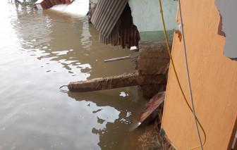 Cần Thơ: 5 căn nhà bất ngờ trôi xuống sông cuốn theo nhiều tài sản của dân