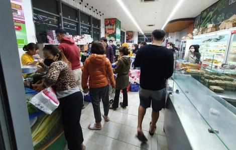 Thủ tướng yêu cầu mở cửa bán gạo đến 23g tại Hà Nội