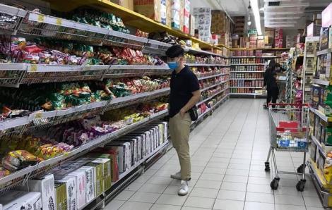 """Hà Nội: Sức mua giảm mạnh, nhu yếu phẩm lại tràn ngập trên kệ sau một ngày """"cháy hàng"""""""