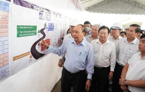 Thủ tướng Nguyễn Xuân Phúc thị sát cao tốc Trung Lương - Mỹ Thuận