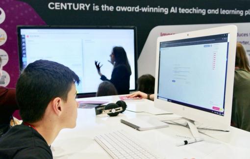 Dịch COVID-19 thúc đẩy cơ sở giáo dục toàn thế giới làm quen với giảng dạy online