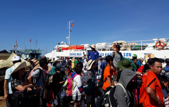 Huế khử trùng khu phố Tây, Quảng Ngãi ngừng cho khách nước ngoài ra đảo Lý Sơn, Quảng Nam giám sát 331 người