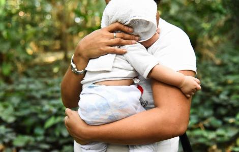 Xót xa chuyện mẹ bán con tại Philippines
