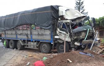 """Xe tải """"đấu đầu"""" xe khách giường nằm khiến 6 người bị thương"""