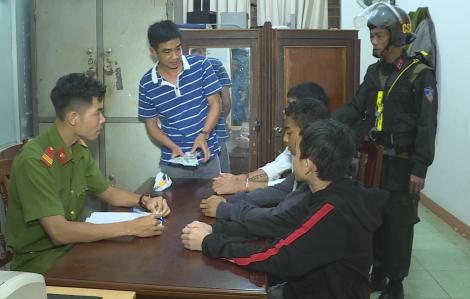 Bắt khẩn cấp nhóm thanh, thiếu niên mang dao đến nhà nghỉ cướp tài sản