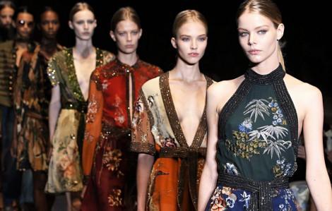 """Ngành công nghiệp thời trang thế giới """"nhừ đòn"""" vì COVID-19"""