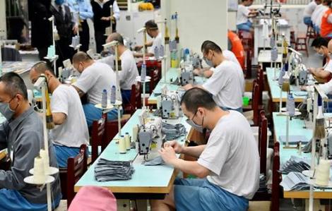 Tù nhân tại Đài Loan tích cực hỗ trợ sản xuất khẩu trang