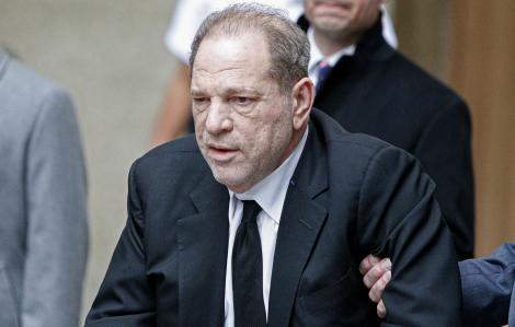 """23 năm tù cho """"yêu râu xanh"""" Harvey Weinstein"""