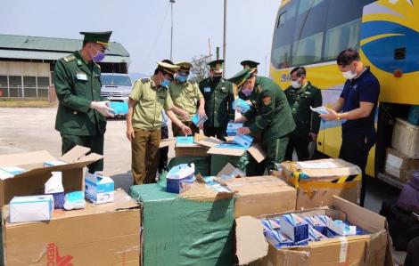 Bắt xe khách vận chuyển khẩu trang, đồ bảo hộ y tế sang Lào