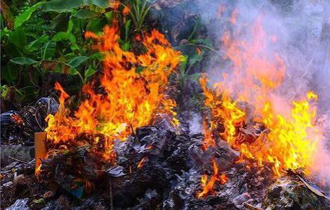 Dùng xăng đốt rác, người đàn ông bị bỏng nặng