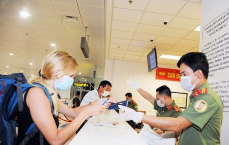 Tạm dừng nhập cảnh với du khách từ Anh và khu vực Schengen