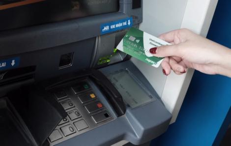 Phí chuyển tiền nhanh liên ngân hàng tiếp tục giảm thêm 50%