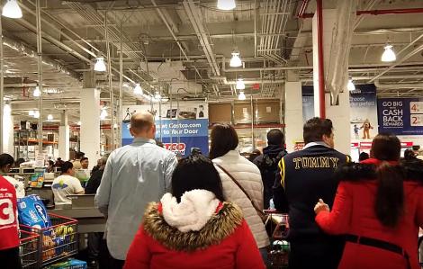 Clip: Người dân New York đổ xô mua đồ dự trữ giữa đại dịch COVID-19