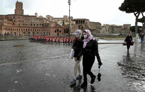 COVID-19: Tây Ban Nha phong tỏa toàn quốc, số ca nhiễm tại Ý vượt quá 21.000 người