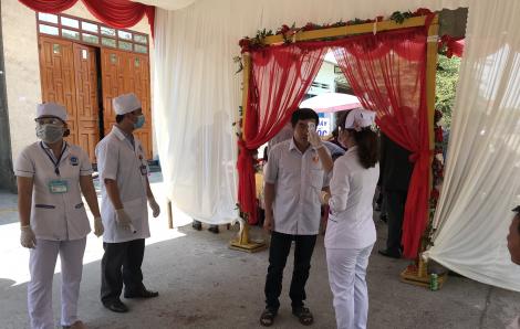 Đo thân nhiệt 200 khách mời tại đám cưới cô dâu Việt và chú rể Hàn